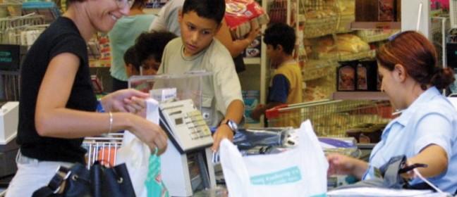 Започнахме да плащаме пластмасовите торби в магазините в Кипър