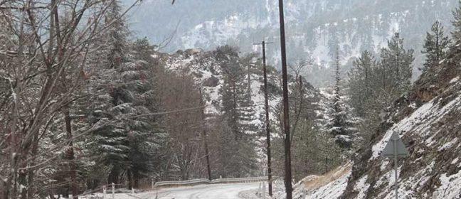 Кипър: Сняг, затворени пътища в планината
