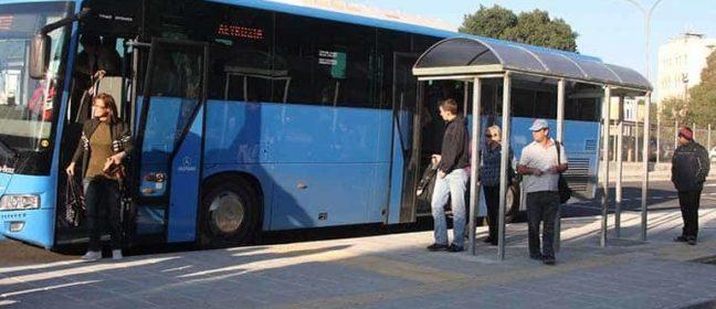 Шофьор на автобус намира и връща забравена чанта с пари