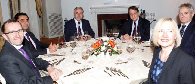 Президентът чака отговора на Акънджъ за вечеря
