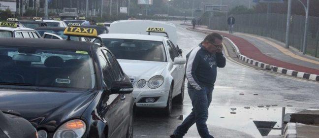 Шофьорите на таксита заплашват да затворят пътя за летище Ларнака в четвъртък