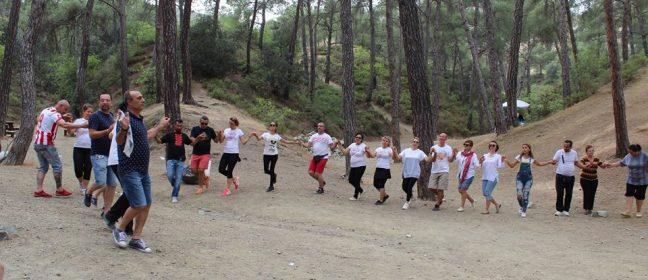 Кипър: Гергьовденско хоро, празник на цветята и Ден на Европа
